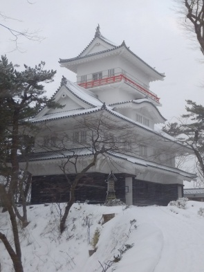 Osumi-Yagura of Kubota Castle, at Senshū Park, Akita, in winter.jpg